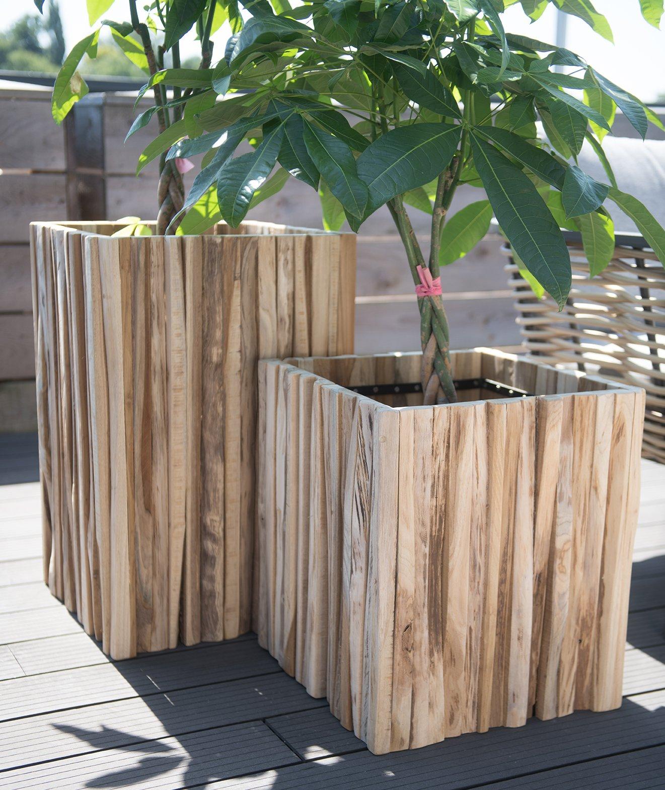 Planter med flettede stammer i store 4 seasons outdoor plantekasser i tre