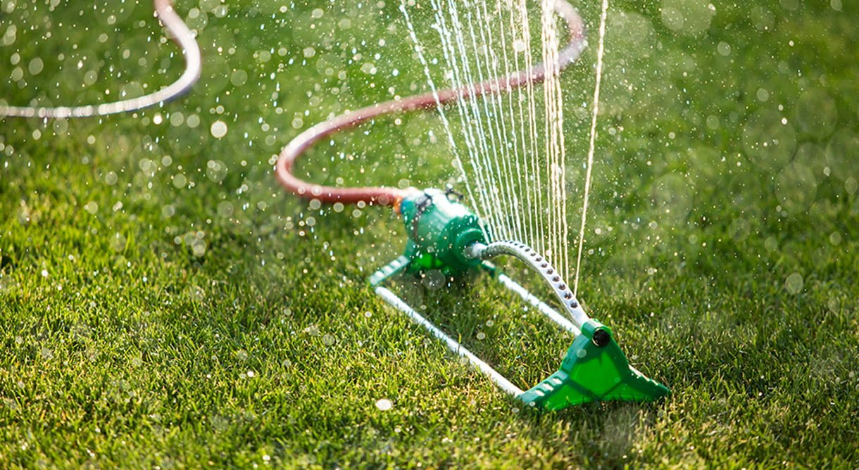 Vanning av gressplen med spreder