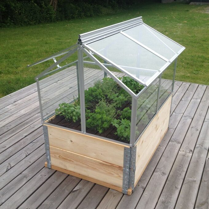 Gaia minidrivhus med glass, med utplantede krydderurter