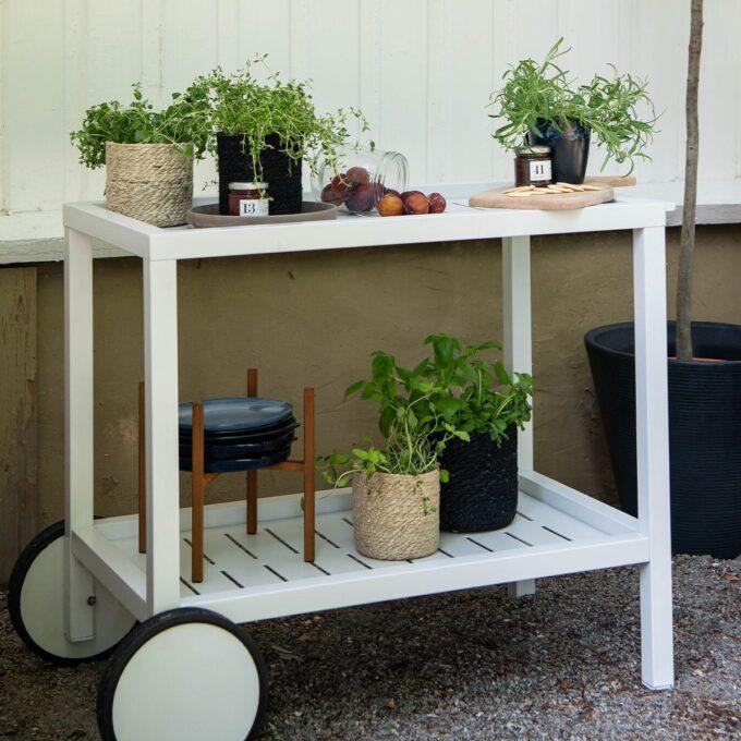 Serveringsvogn Belfort i hvit med krydderplanter i potter