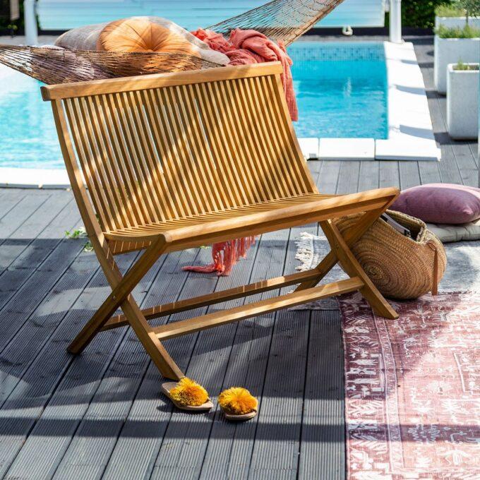 Turin benk i teak Klassisk benk i teak, som passer fint både på terrassen og i hagen.