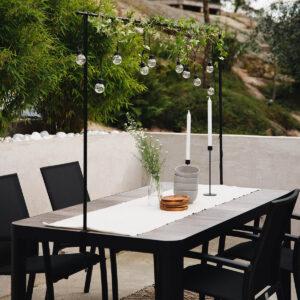 Veldig fint spisebord med Keramisk topp med en lengde på 161 cm, bredde 91 cm og høyde 74,5 cm