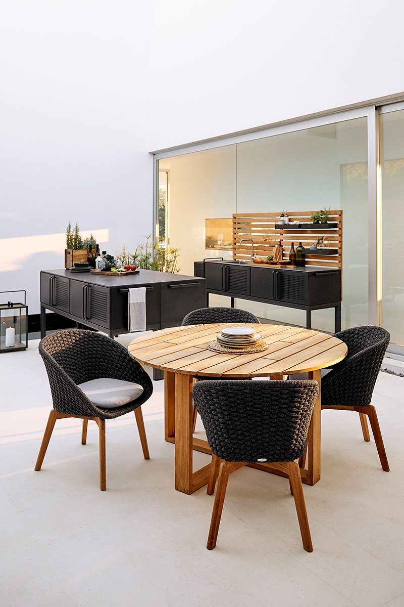 Utekjøkken fra Cane-Line, utemøbler i tre og rotting - hagebord og hagestoler