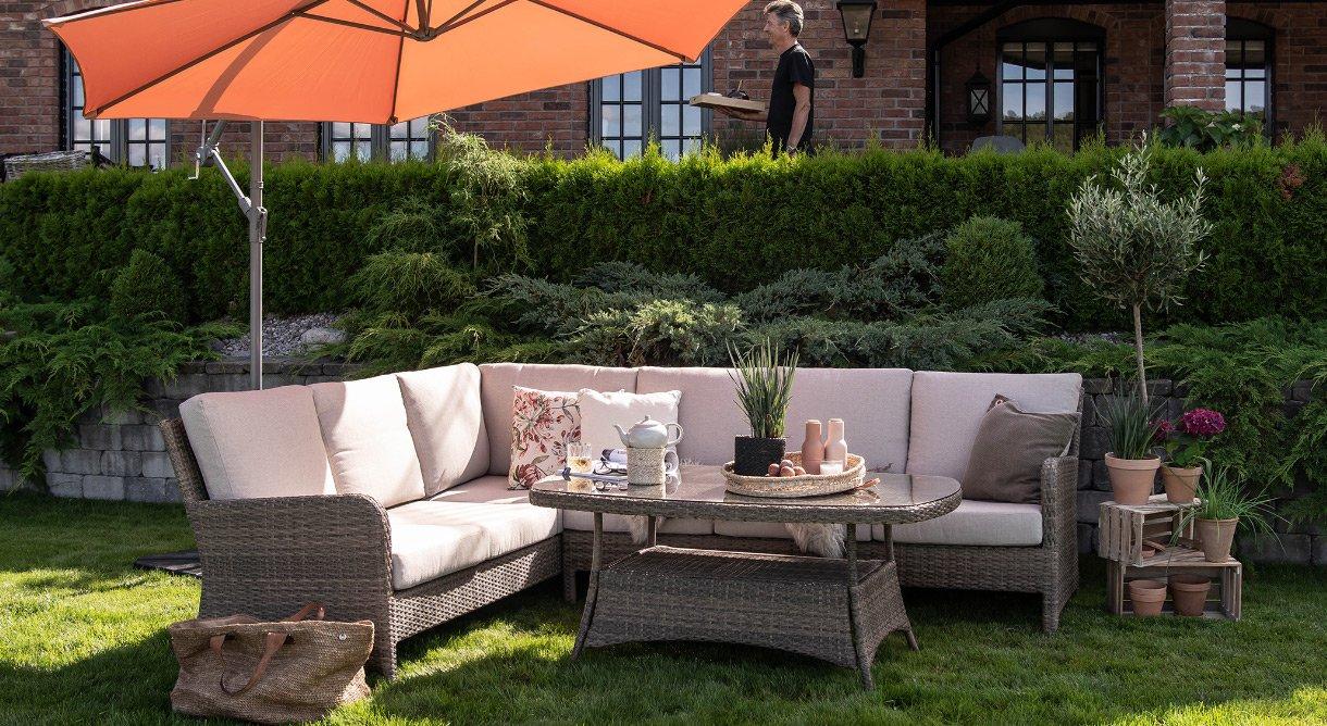 Hagemøbler uterom hjørnesofa kunstrotting sitteplass Neptun parasoll hage komfort
