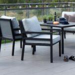 Hagestoler og sofabord Bergerac i sort matt aluminium på terrasse