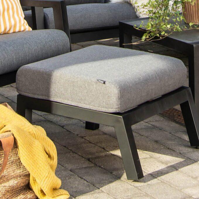 Hagestol og fotpall Skylar i sort matt aluminium