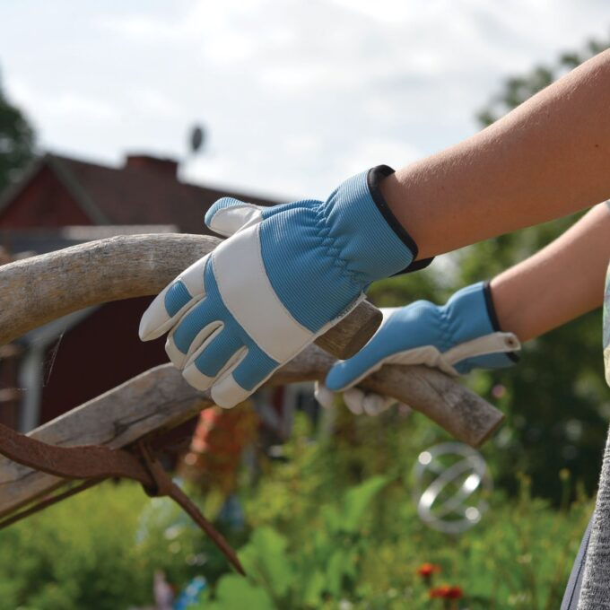 Hanske i elastisk spandex og narvskinn på hånden