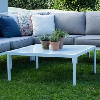 Sofabord Leone i hvit matt aluminium med bordplate med hvit glass