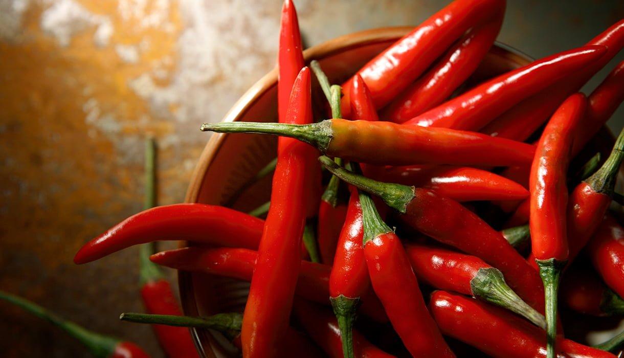 skål med røde chili