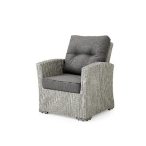 Stol i grå kunstrotting med god sittekomfort. Kommer med grå puter i olefinstoff