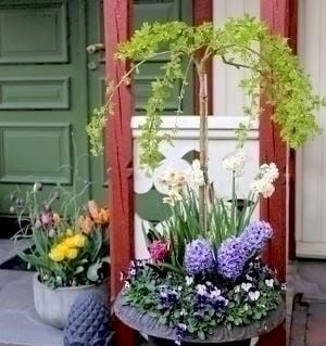 Fargerike blomster pynt til inngangsparti