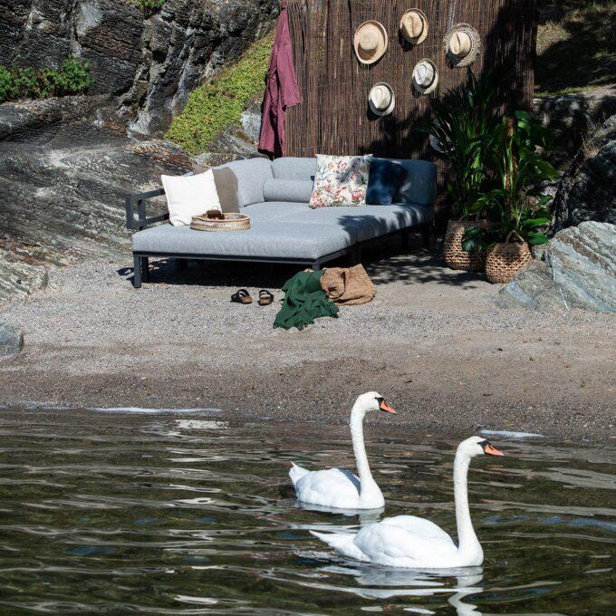 Gonesse byggbar loungegruppe bygd om til en solseng for to