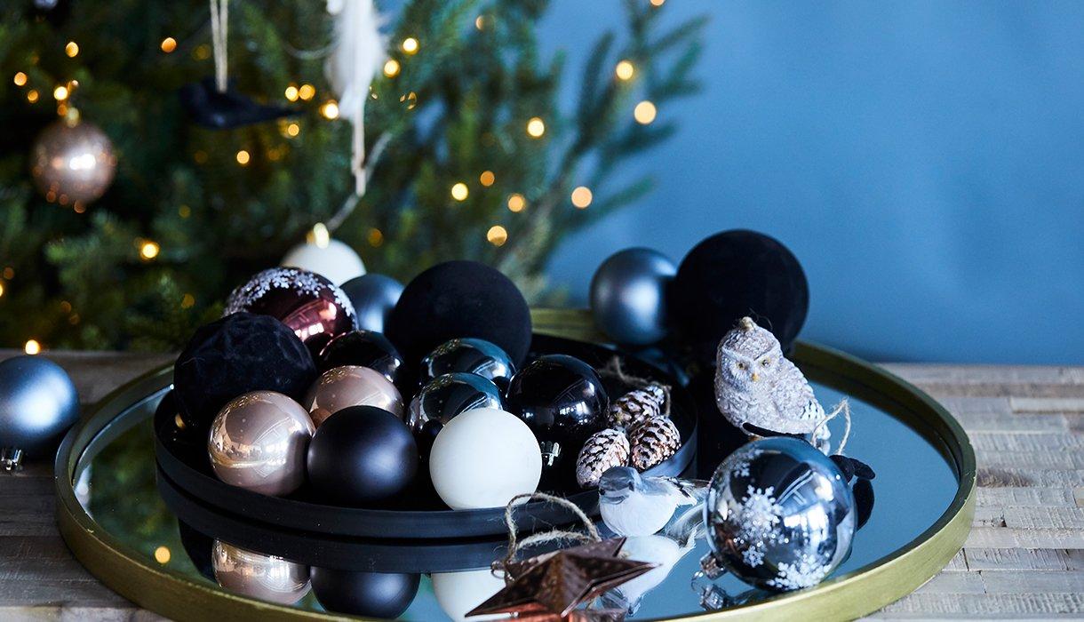 Fat med juletrepynt