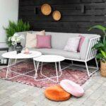 En mjuk og omsluttende sofa med formsydd ryggpute for den beste komfort.