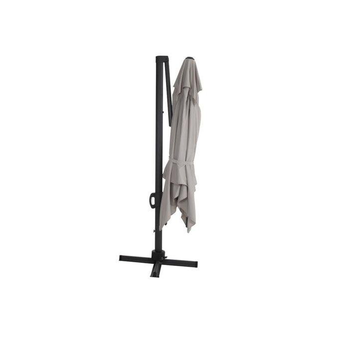 Fritthengende parasoll i aluminium med tiltfunksjon. 250 gram garn farget polyester med høy lysekthet