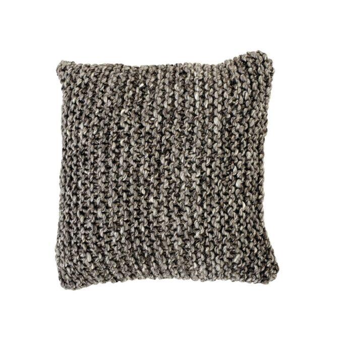 Dekorasjonspute i 100% ullgarn i en varm grå farge med grå bakside i bomull.