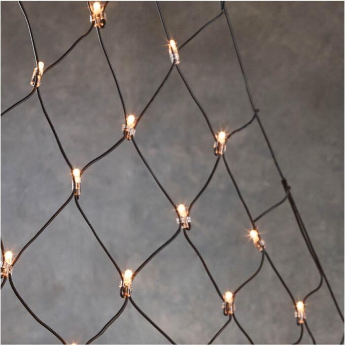Enkelt å få et tre i hagen til å se pent ut. Alle lys får samme avstand ved bruk av lysnett. 1,8m ledekabel. Enkelt å installere på 1-2-3. Lys opp hus og hage enkelt med Luca connect. UV-sikker. Kan brukes både inne og ute. Holdbar og sterk gummikabel. 5 års garanti.