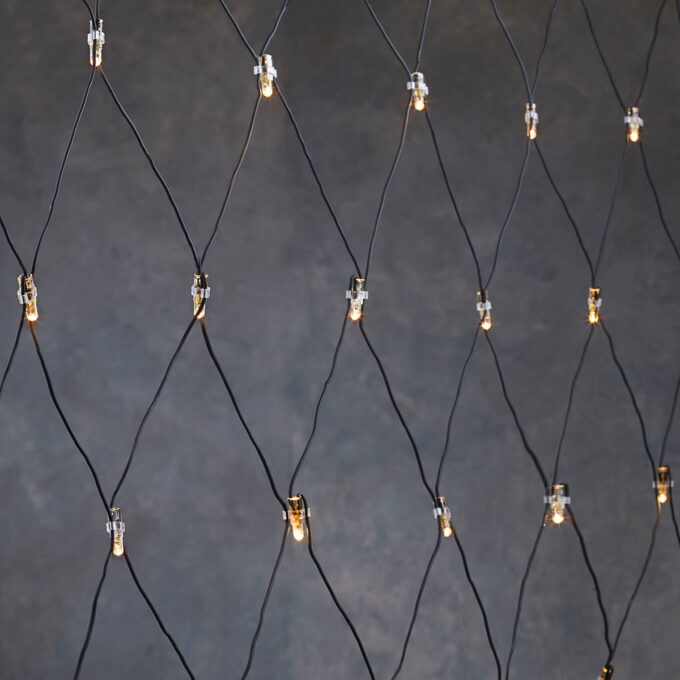 julebelysning Forleng startsettet med et lysnett. Passer til f.eks.kule tuja eller buksbom. Enkelt å installere på 1-2-3.