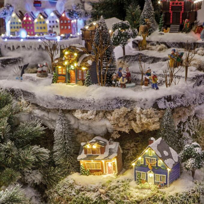 Bergen fått sin egen juleby. Med Bryggen, Vågen og Ulriken i snølandskapet. Kommer med lys og bevegelse. Denne går på strøm