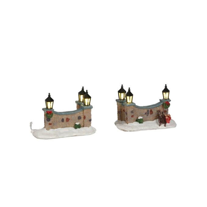 Juleby gjerder med lys Luville 8cmx4,5cmx6cm høy. Batteri 2xAA