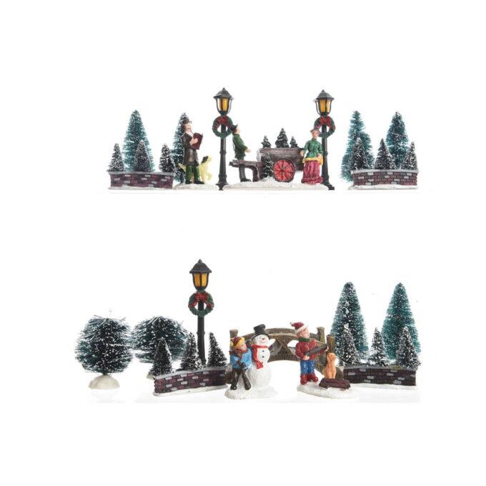 Her får du et lite startsett til julebyen din. I denne pakken får du noen trær, lykt og menneske figurer. Størrelse 5x23.5x31 cm