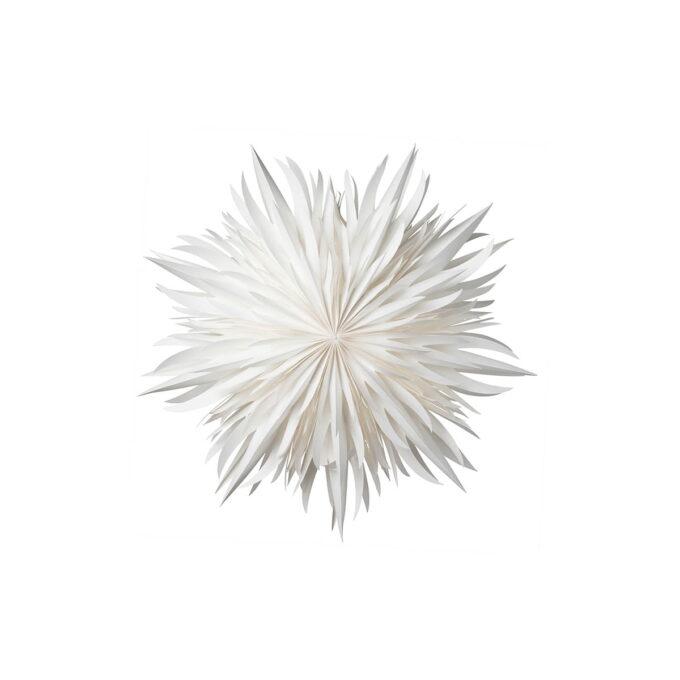 Eldig er en helhvit papirstjerne i en intrikat , folkloristisk utførels, med tynne spirer Diameter 52 cm. Husk ledning