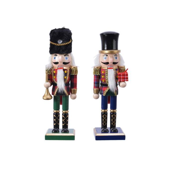 Nøtteknekkerne hører til julen! Finnes i flere størrelser. Denne kommer i assorterte farger. Her får du den i 25 cm høy.