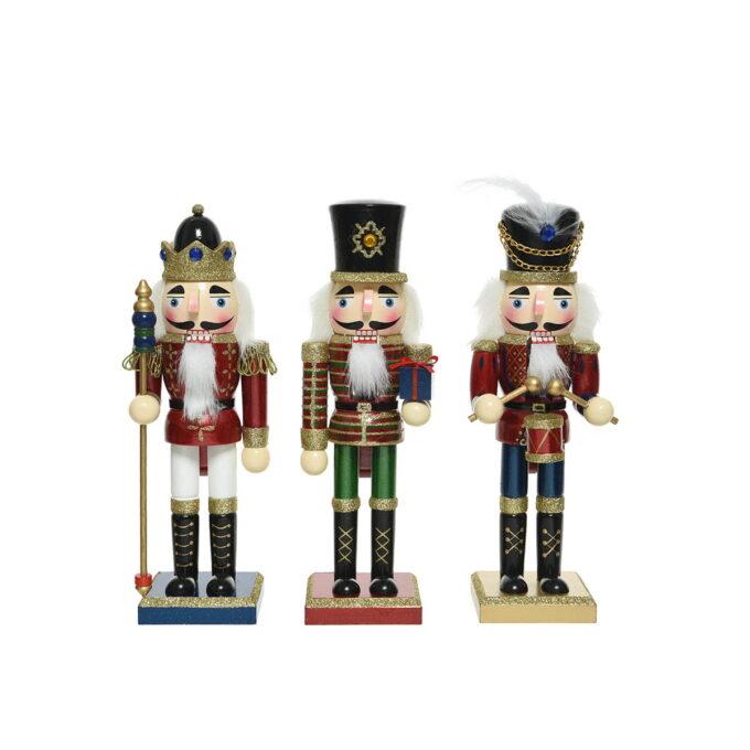 Nøtteknekkerne hører til julen! Finnes i flere størrelser. Her får du den i 25 cm høy.