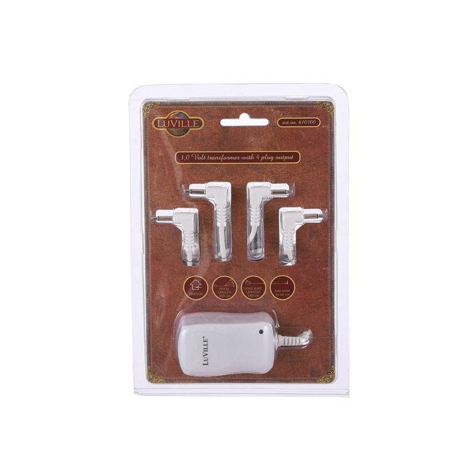 Her har du adapter om du ønsker å koble julebyen din til strøm, istedenfor batteri. 3 Volt. Til de julebyene som bruker 2xAA
