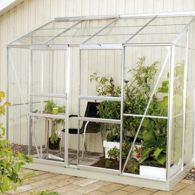 Ida Vegg-drivhus er perfekt for hobbygartnere som har begrenset plass. Ida er designet for bruk på balkonger, terrasser eller i hager.