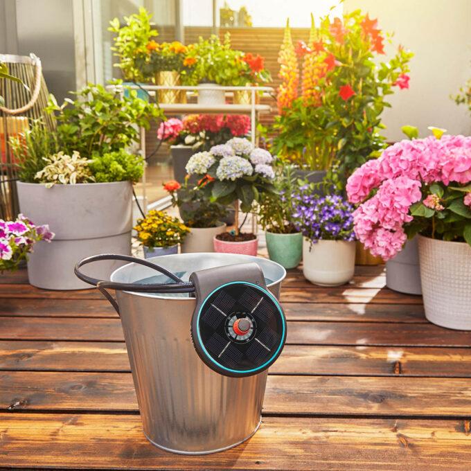 En smart, automatisk vanningsløsning for opptil 20 planter. GARDENA AquaBloom Set fungerer uten strøm