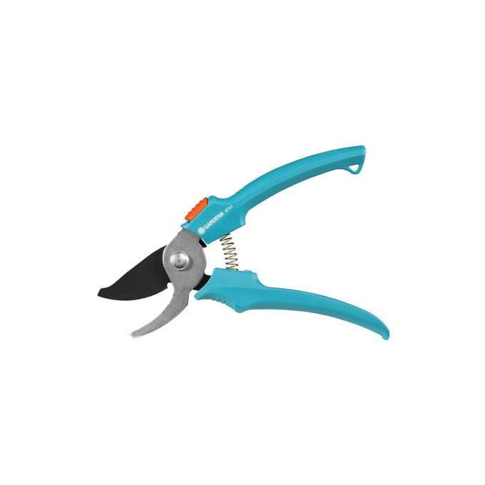 Classic beskjæringssaks har en maks klippeåpning på 18mm, og passer derfor bestil å klippe blomster og friske skudd. Den er ergonomisk utformet og kan låses med enhåndslås.