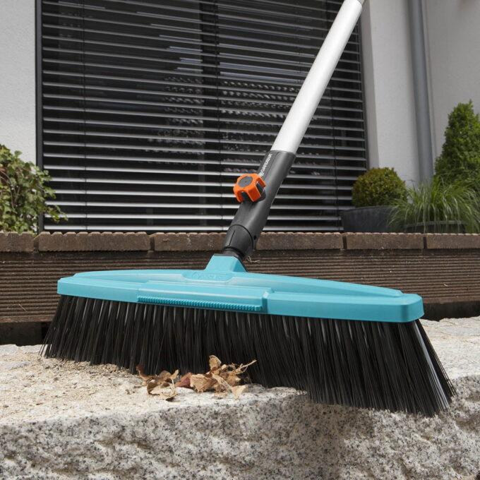 Gardena gatekost med arbeidsbredde 45 cm. høykvalitetsbust av polypropylen, passer til alle GARDENA combisystem-skaft