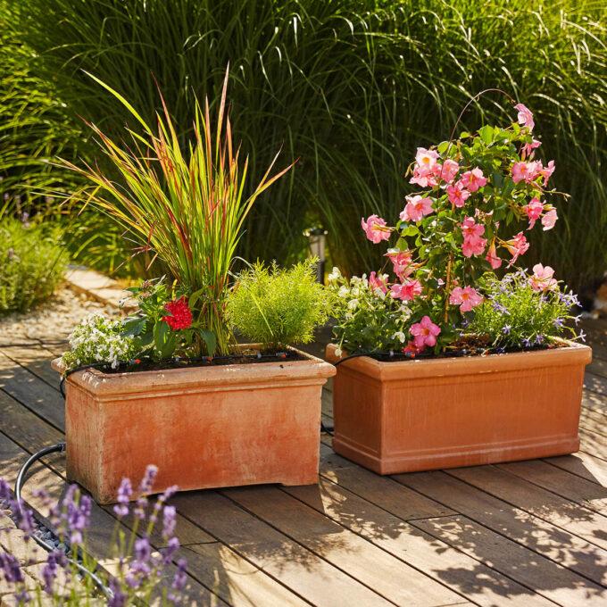 Påbyggingssett til dryppvanningsanlegg. Settet rekker til 4 ekstra blomsterkasser eller krukker