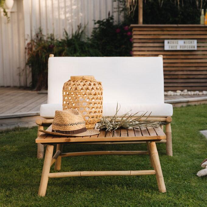 Sofa fra Hanoi i bambus og bor dekket i hagen