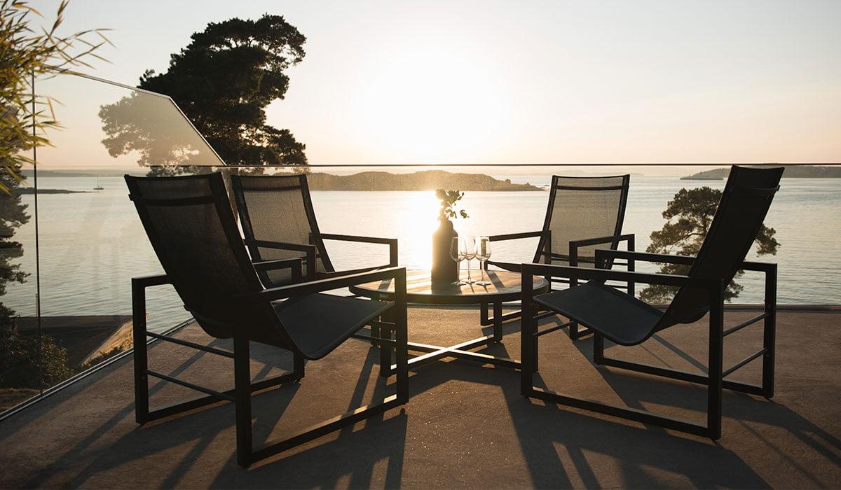 Loungemøbler er perfekte for late hagedager ute i sommervarmen og innbyr til avslapping med familie og venner.