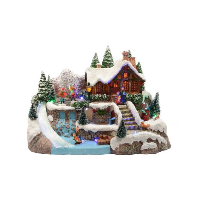 Koselig, laftet hytte med lekende barn i vinterlandskap. Denne spiller musikk og noen av figurene beveger seg.