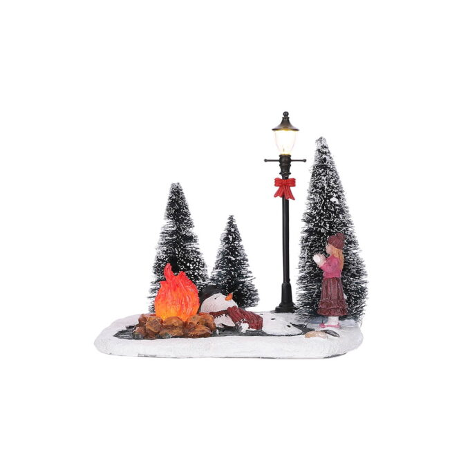 Stakkars Snømannen Kalle som har stått litt for nær bålet!