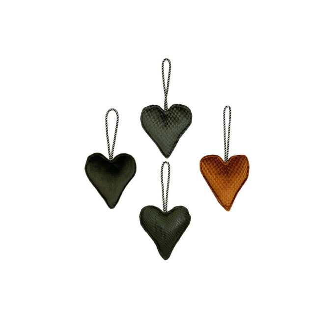 Koselige hjerter til treet eller vinduet. Velg mellom oker, brun. grønn og mørk grønn. Pris pr stk.