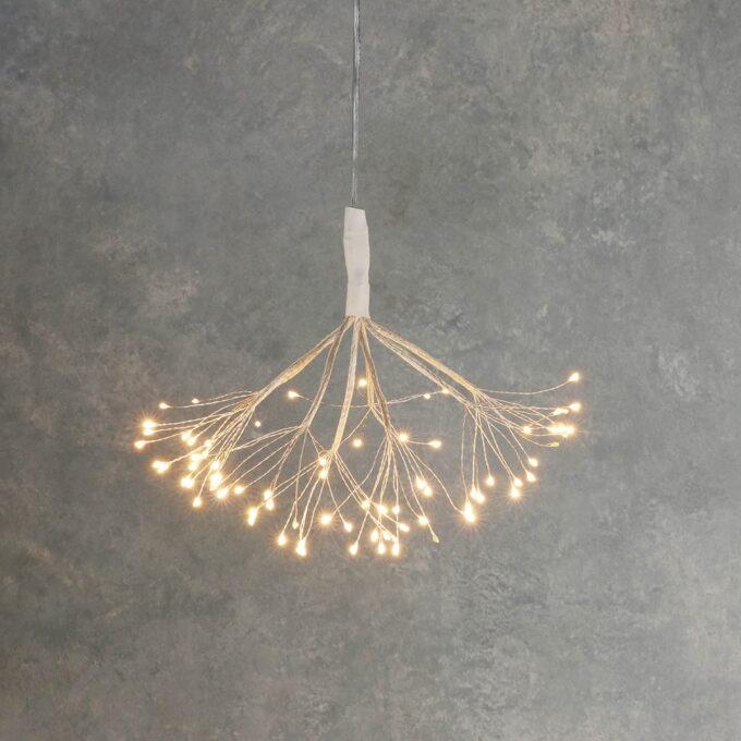80LED lys i varm hvit farge. Kan brukes både inne og ute og går på strøm.