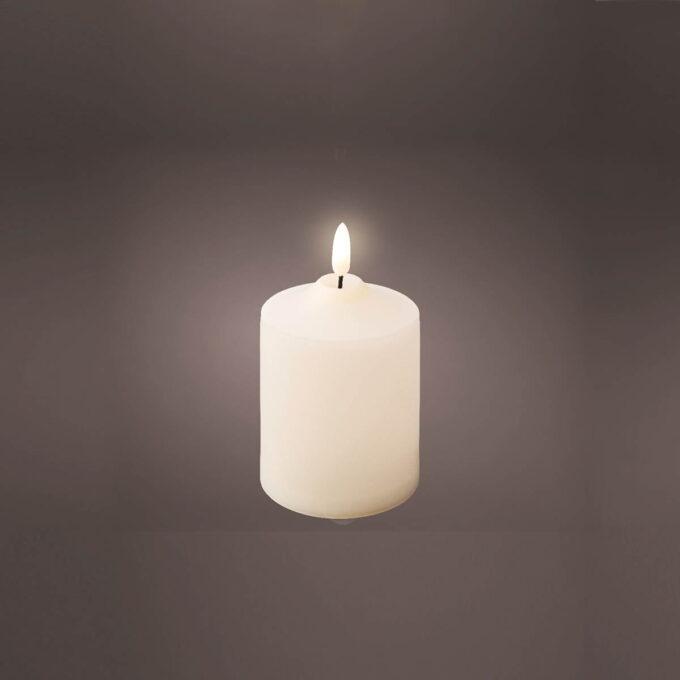 """Kubbelys i LED med """"naturlig """"flamme. Diameter 7,5 cm H 12,5 cm. Går på batteri med timer, 2xAA"""